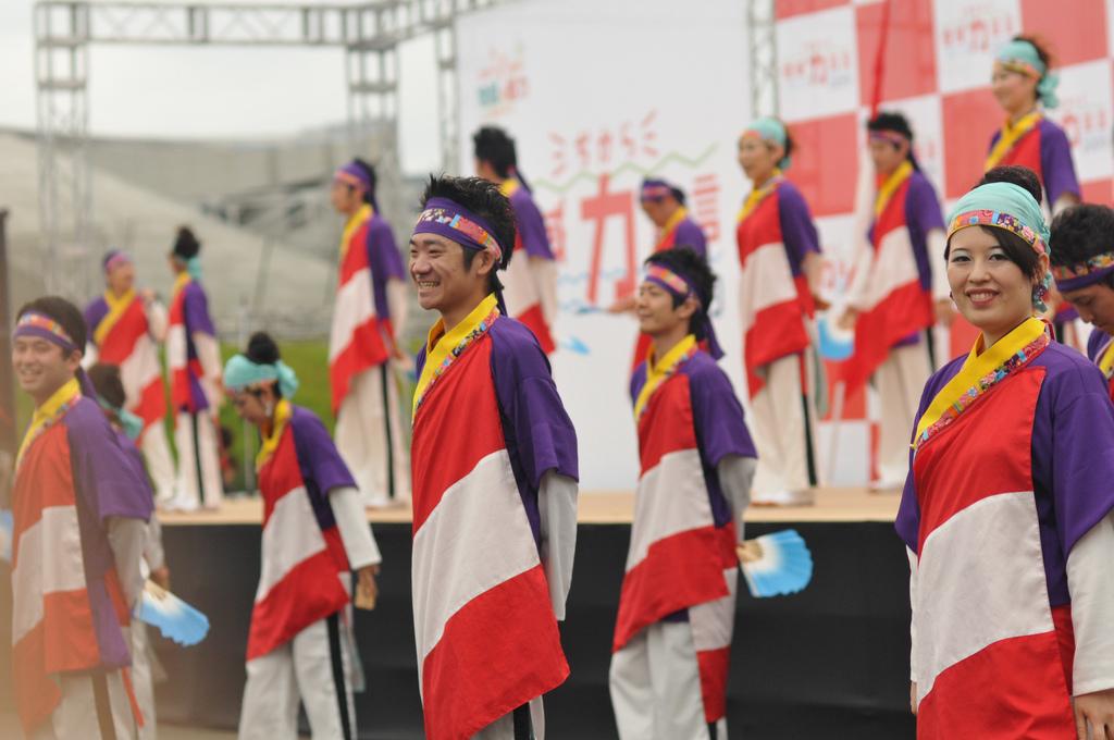 37_Dancers